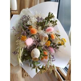 Bouquet de fleurs séchées Couleurs dominantes corail, rose, jaune, blanc, vert